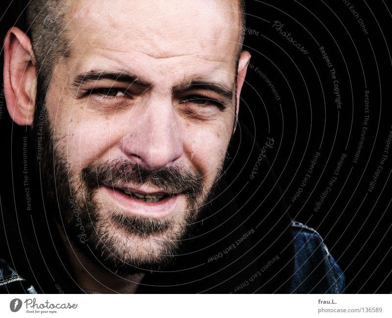 verhalten Mann Verhalten skeptisch rasiert Porträt Bart attraktiv maskulin ernst Mensch Blick Gesicht typisch Falte