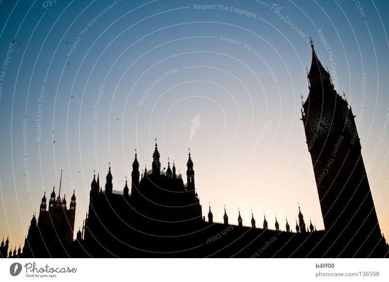 sightseeingsilhouette London schwarz Gegenlicht Vogel Sightseeing Bauwerk Big Ben Houses of Parliament Sonnenuntergang groß bedrohlich England Politik & Staat