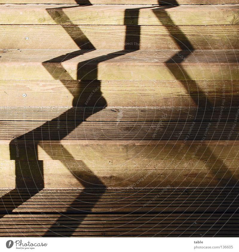 zickezacke . . . Sonne Sommer Freude Holz Wege & Pfade Hoffnung Sicherheit Treppe Schriftzeichen Buchstaben festhalten Quadrat aufwärts Treppengeländer