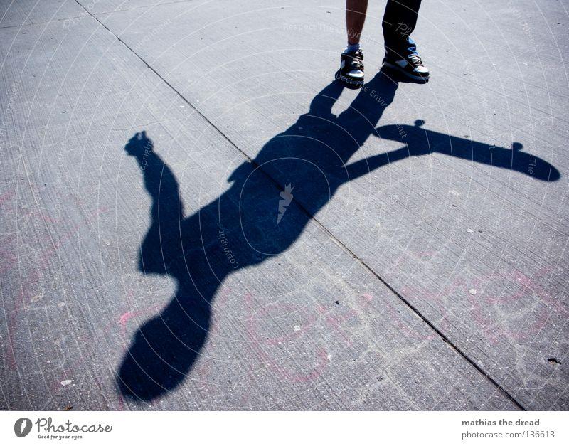 SHADOW OF THE YEAR! Mensch Mann Jugendliche Sommer dunkel Sport springen Stein Stil Beton Luftverkehr Aktion Bodenbelag stehen Coolness Junger Mann