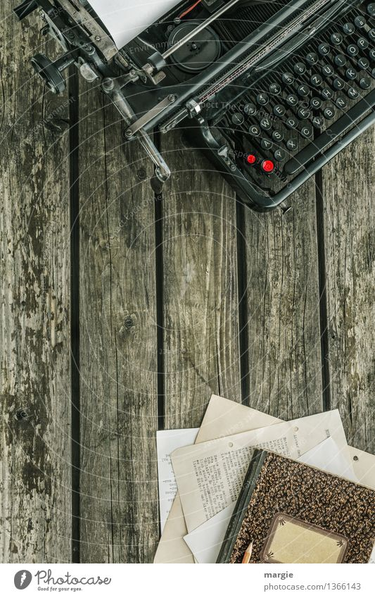 Es war einmal..... Büroarbeit Arbeitsplatz Schreibtisch Schreibgerät Schreibmaschine Zeichen Schriftzeichen Ziffern & Zahlen schreiben alt Tastatur Taste