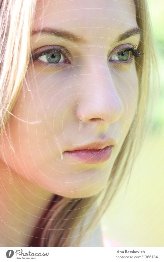 Natürliches Porträt des jungen Mädchens Junge Frau Jugendliche Kopf Haare & Frisuren Gesicht Auge Nase Mund Lippen 1 Mensch 18-30 Jahre Erwachsene Mode blond