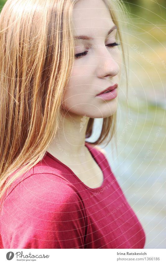 Nahaufnahme Portrait des schönen Mädchens Mensch Jugendliche Junge Frau 18-30 Jahre Gesicht Erwachsene Auge Haare & Frisuren Mode frisch frei Fröhlichkeit Haut