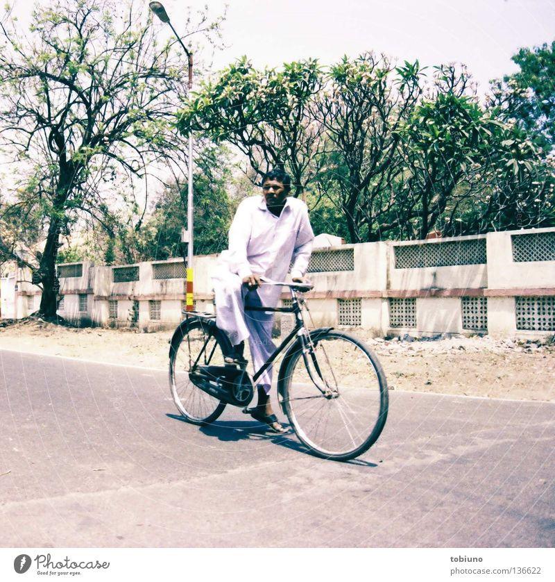 indian man (2007) Mann Straße Fahrrad Verkehr Indien