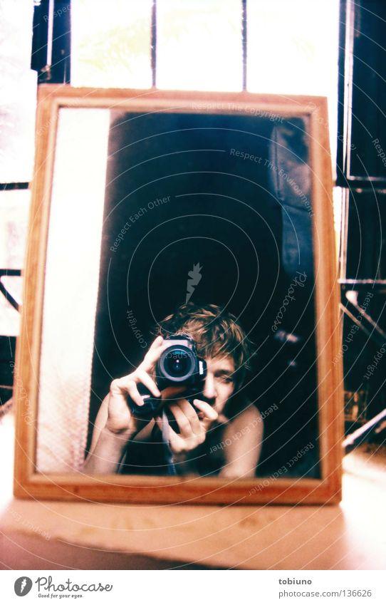 tobi (2007) Mann Spiegel Indien Fotograf Goa
