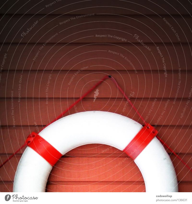 außermittige belastung Rettungsring Rettungsschwimmer Sicherheit Notfall Schwimmbad Strandposten retten Hilfsbereitschaft Notsituation Küste exzentrisch