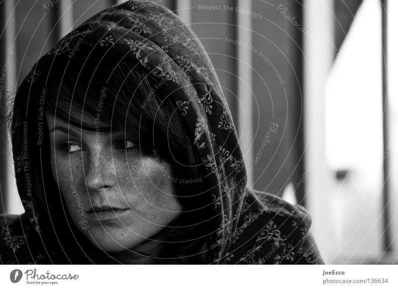 abgewandter blick Stil schön feminin Frau Erwachsene Leben Gesicht 1 Mensch 18-30 Jahre Jugendliche Pullover beobachten Denken Blick Traurigkeit warten