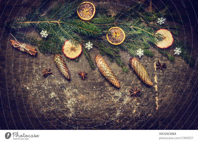 Weihnachtskarte mit Tanne und Zapfen auf rustikalem Holz Natur Weihnachten & Advent Haus Winter Stil Hintergrundbild Feste & Feiern Party Design Dekoration & Verzierung Orange Veranstaltung Tradition Weihnachtsbaum Schneeflocke Weihnachtsdekoration
