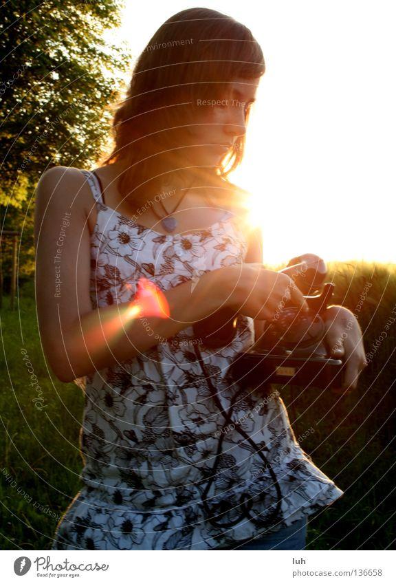 abendliche telefonate schön Sonne sprechen Telefon Jugendliche Telefongespräch hell schwarz Vorfreude Nostalgie Beleuchtung Sonnenuntergang Wählscheibe wählen