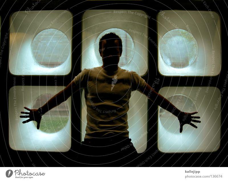 six pack? Mann Fenster Bullauge tauchen Aussicht Licht Gegenlicht Anspannung Körperhaltung Siebziger Jahre Hand Finger Architektur Mensch Glas U-Boot submarine