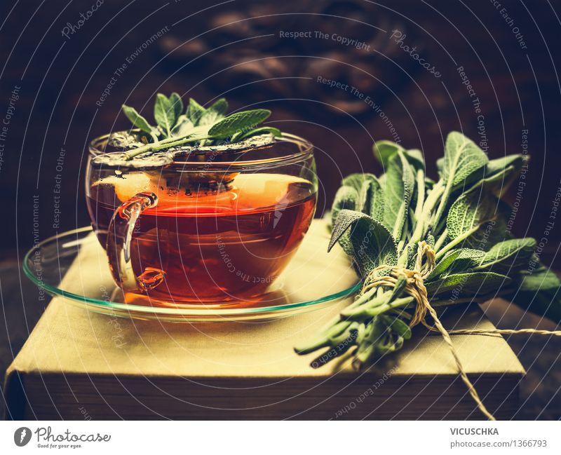 Kräutertee aus Salbei im Glastasse Natur Gesunde Ernährung dunkel Wärme Leben Stil Lifestyle Lebensmittel Design Tisch Getränk Buch retro Kräuter & Gewürze Duft Tee