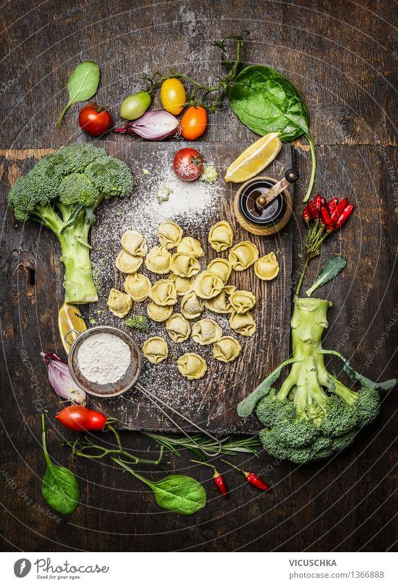 Tortellini mit frischem Gemüse Lebensmittel Kräuter & Gewürze Ernährung Bioprodukte Vegetarische Ernährung Diät Italienische Küche Stil Design Gesunde Ernährung