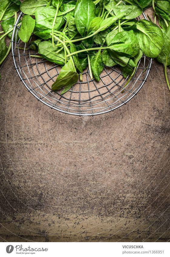 Frische Spinatblätter in einem Metallkorb Natur grün Sommer Gesunde Ernährung Leben Stil Hintergrundbild Lifestyle Lebensmittel Design frisch Tisch Küche Gemüse