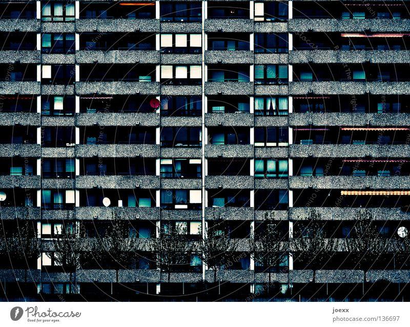Schöner wohnen anonym Balkon Baum Beton Betonklotz dunkel Einsamkeit Fassade Frustration hässlich Hochhaus Plattenbau Silo sozial Stadt Wohnhochhaus Wohnung Wut