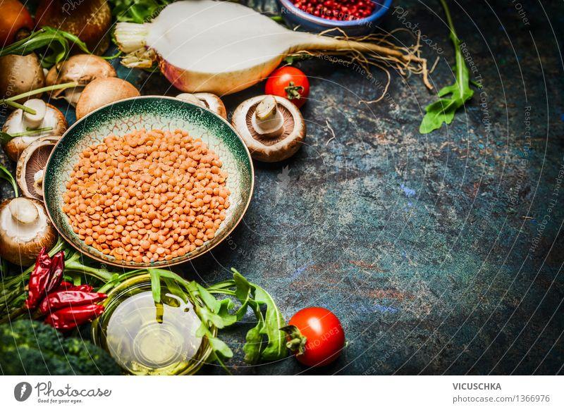 Linsen mit frischem Gemüse und Zutaten fürs Kochen Lebensmittel Salat Salatbeilage Getreide Kräuter & Gewürze Öl Ernährung Mittagessen Abendessen Bioprodukte