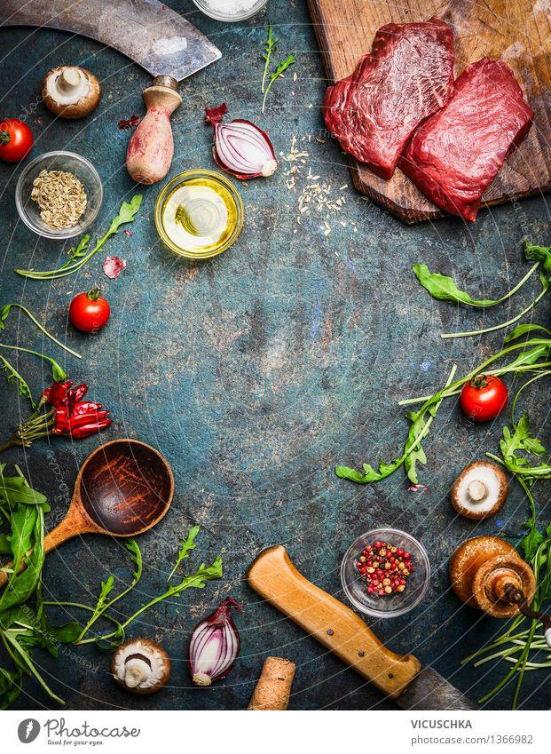 Hüftsteak mit aromatischen Kräutern und Gewürzen fürs Kochen Lebensmittel Fleisch Gemüse Salat Salatbeilage Kräuter & Gewürze Öl Ernährung Mittagessen Festessen