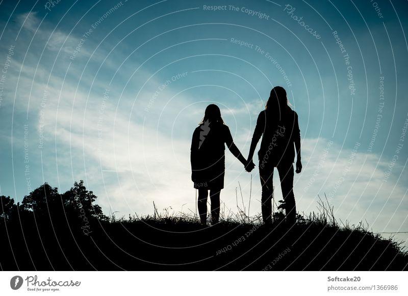 Familie Mensch Kind Jugendliche Junge Frau Mädchen 18-30 Jahre Erwachsene feminin Familie & Verwandtschaft Stimmung Freundschaft Kindheit Schutz Sicherheit
