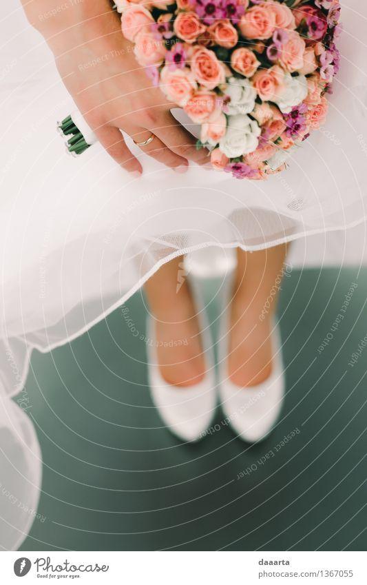 Brautschuhe schön Hand Blume Freude Leben Liebe Gefühle feminin Stil Lifestyle Beine Feste & Feiern Freiheit Stimmung Freizeit & Hobby elegant