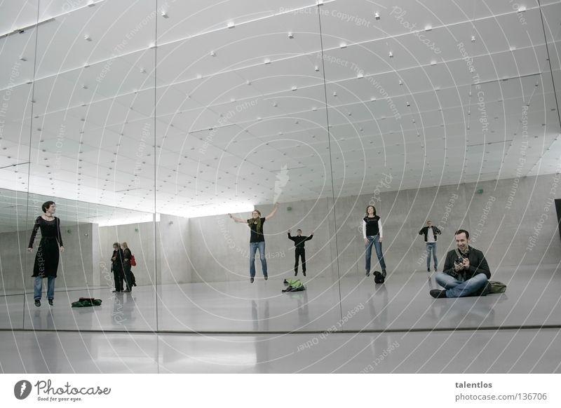 i wish i could fly Frau Mensch Mann Freude Party springen Menschengruppe grau Kraft fliegen Kraft Spiegel hüpfen Spiegelbild Laune