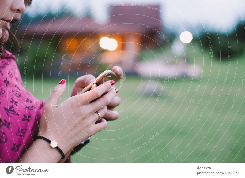 E-Leben Erholung Wärme Gefühle feminin Spielen Lifestyle Stimmung wild Freizeit & Hobby elegant Fröhlichkeit Freundlichkeit Veranstaltung Handy harmonisch