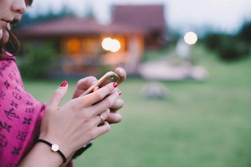 E-Leben Lifestyle elegant Nagellack harmonisch Sinnesorgane Erholung Freizeit & Hobby Spielen Handy PDA Veranstaltung ausgehen Accessoire Schmuck Freundlichkeit