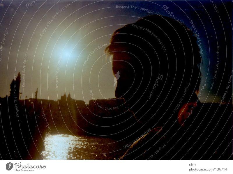 der sonne entgegen ! Stadt Prag Karlsbrücke Sonnenuntergang Sonnenaufgang Skulptur Kuppeldach Statue Dach Turm Kran Stillleben Baustelle historisch Mann Porträt