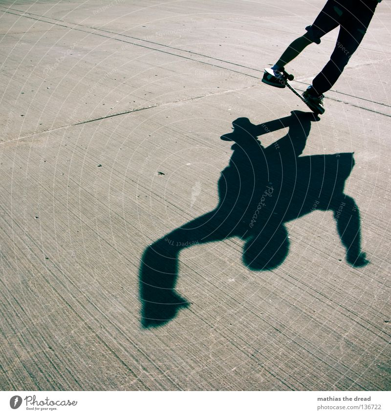-: GRAVITY FLUCHT :- Sport Gesundheit Casper Freestyle Mann Junger Mann Sommer Beton dunkel Silhouette hart ungemütlich Stil gefroren verkehrt gedreht springen
