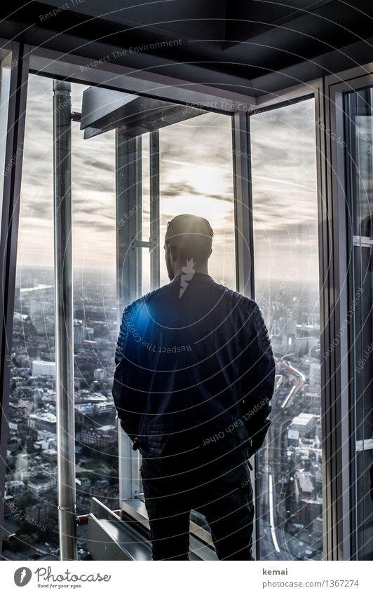 Silently enjoying the view Mensch Jugendliche Erholung Junger Mann ruhig Haus Ferne 18-30 Jahre dunkel Fenster Erwachsene Leben Stil Lifestyle Stimmung maskulin