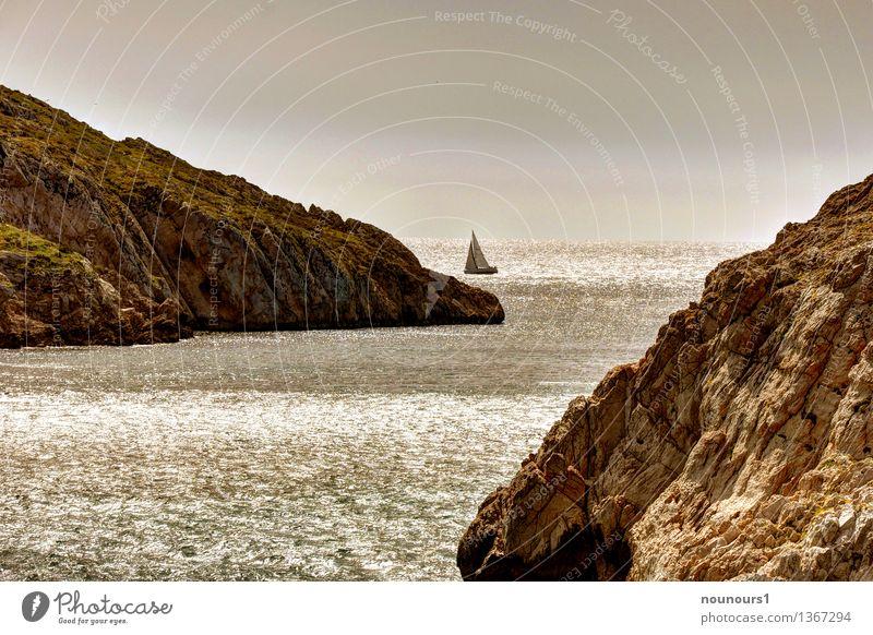 Felsenküste am Mittelmeer Umwelt Natur Landschaft Sand Wasser Himmel Sonne Sonnenlicht Wärme Strand Bucht außergewöhnlich fantastisch Unendlichkeit braun Küste