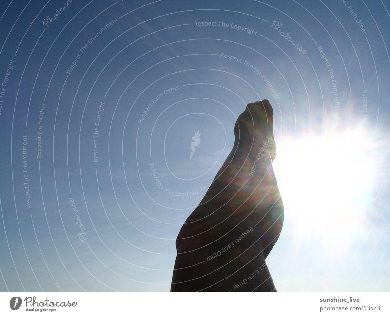 und hoch das bein ... Physik Knie Wade Mensch Sonne Himmel Beine Fuß Wärme