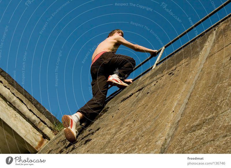 klettermaxe Jugendliche Himmel Freude Sport Erholung springen Bewegung Mauer Zufriedenheit elegant frei verrückt Aktion ästhetisch Coolness