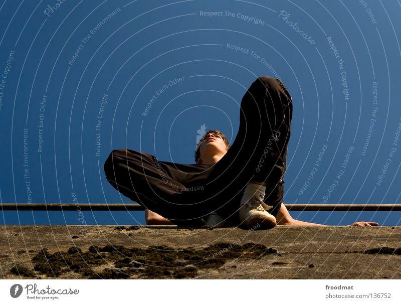 _I Himmel Jugendliche Freude Erholung Spielen Bewegung springen Mauer Zufriedenheit elegant frei ästhetisch verrückt Aktion Coolness Klettern