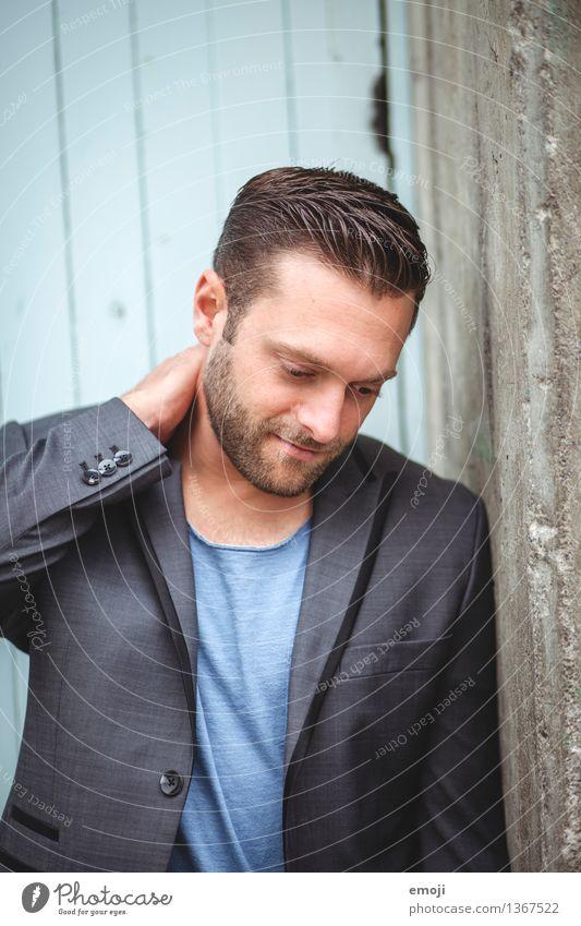 <3 maskulin Junger Mann Jugendliche Erwachsene 1 Mensch 18-30 Jahre Mode brünett Bart Dreitagebart Coolness trendy schön Farbfoto Außenaufnahme Tag
