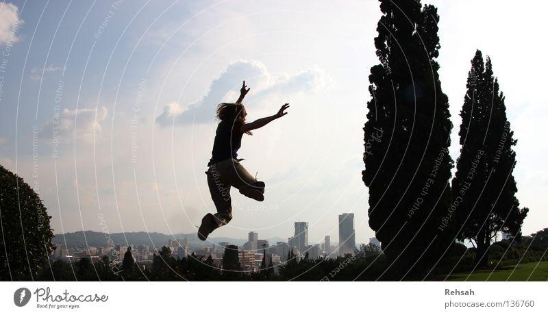 Pretorias Freiheit 2 Hand Himmel Baum blau Stadt Freude schwarz Wolken Leben springen Freiheit Fuß Hochhaus frei Skyline Applaus