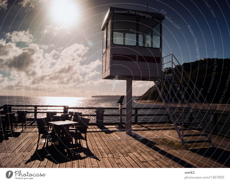 Hochsitz Wasser Himmel Wolken Horizont Sonne Klima Schönes Wetter Küste Ostsee Klippe Sellin Mecklenburg-Vorpommern Bauwerk Seebrücke Rettungsturm