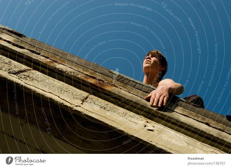meerblick Himmel Jugendliche Freude Erholung Spielen Bewegung springen Mauer Zufriedenheit elegant frei ästhetisch verrückt Aktion Coolness Klettern