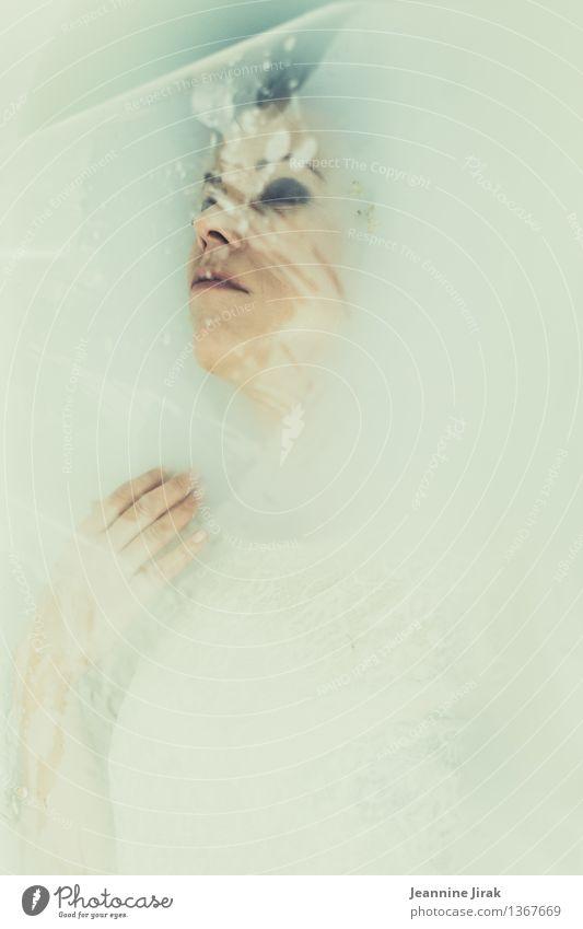 snow white II Jugendliche schön Junge Frau Hand Erholung Einsamkeit ruhig kalt feminin Tod Kopf träumen liegen ästhetisch schlafen Trauer
