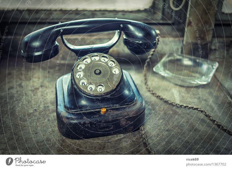 Telefon Technik & Technologie Telekommunikation alt historisch schwarz Nostalgie Tradition Wählscheibe Kommunikation telefonieren kommunizieren Aschenbecher