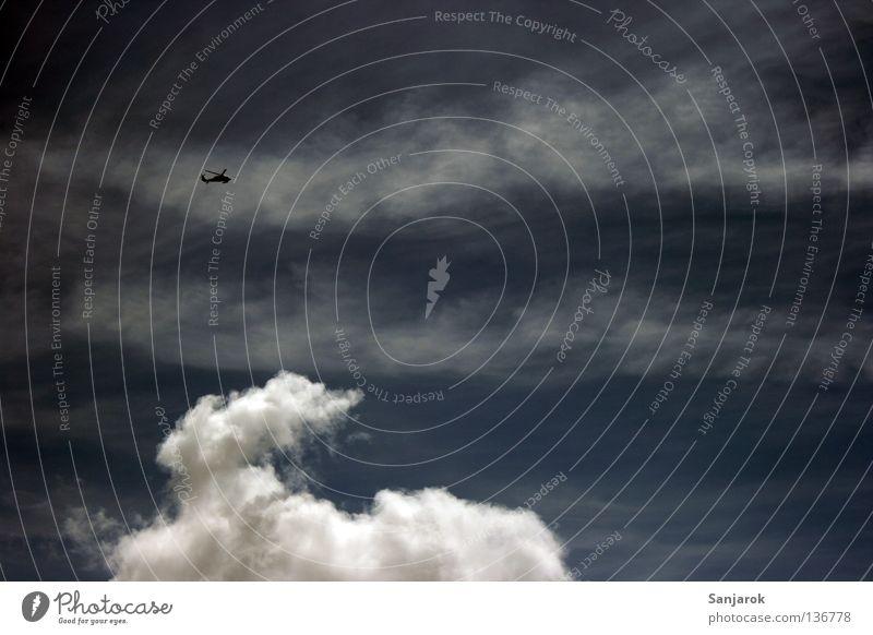 Über den Wolken Himmel blau Freiheit Luftverkehr gefährlich Geschwindigkeit Elektrizität Niveau drehen Gott Held Rettung Kumulus Rotor Götter