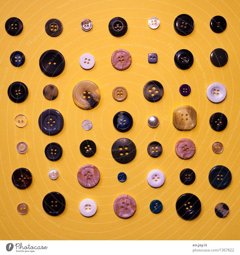 diversity Handarbeit Knöpfe Fröhlichkeit lustig rund gelb Genauigkeit Kreativität Ordnung Präzision Freude Symmetrie Schneider Knopfloch Kurzwaren