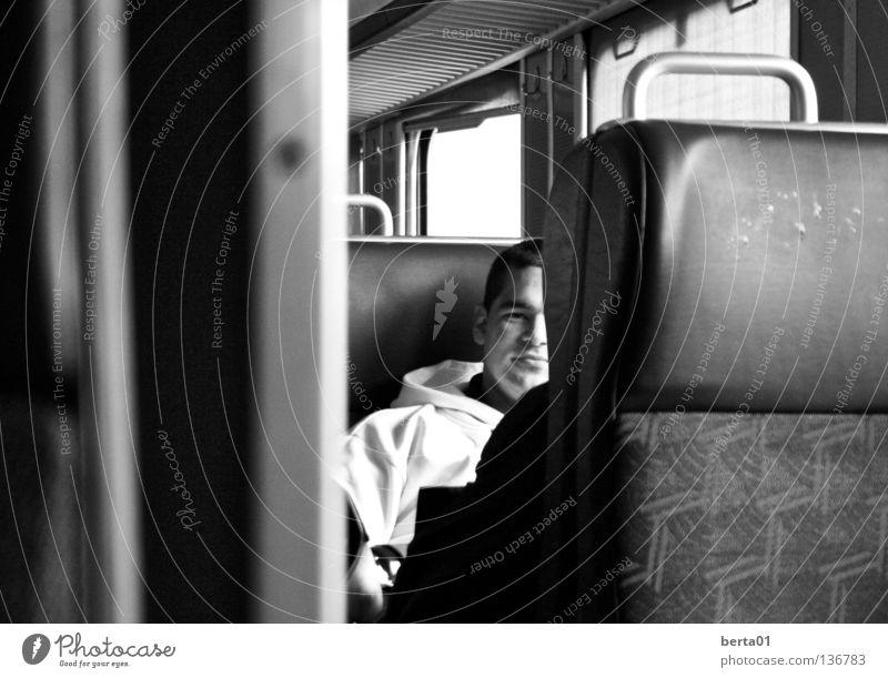 Unterwegs Eisenbahn unterwegs Süden Osten Ferien & Urlaub & Reisen frei ruhen Denken weiß schwarz Kanton Wallis Schweiz Bahnhof Norden Weste aleine Freiheit