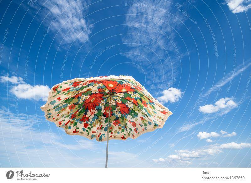 Strandtag Ferien & Urlaub & Reisen Tourismus Sommer Himmel Erholung Leichtigkeit Schirm Sonnenschirm Wetterschutz Sonnenlicht