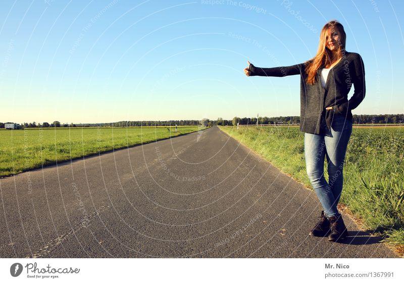 hauptsache wech ! Mensch Natur Ferien & Urlaub & Reisen Jugendliche Landschaft Einsamkeit Ferne 18-30 Jahre Erwachsene Straße Umwelt Wege & Pfade Lifestyle