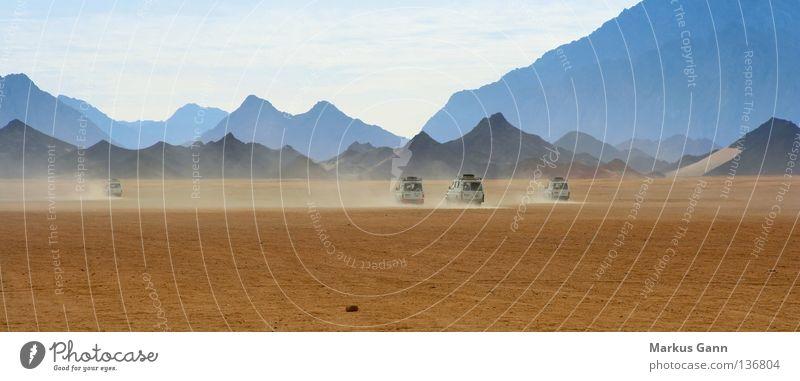 Safari in Afrika Ferien & Urlaub & Reisen Berge u. Gebirge Stein PKW Wärme Sand Abenteuer Wüste Physik flach Ägypten Geländewagen