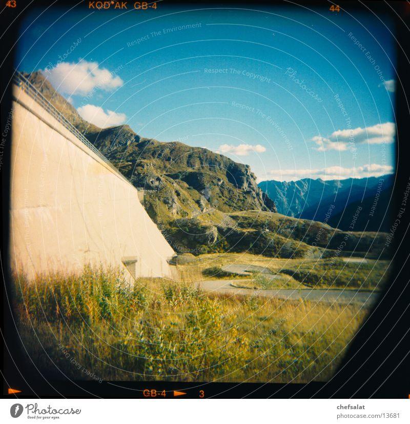 Staumauer Robiei grün blau Berge u. Gebirge Kitsch Mittelformat Staumauer Kanton Tessin