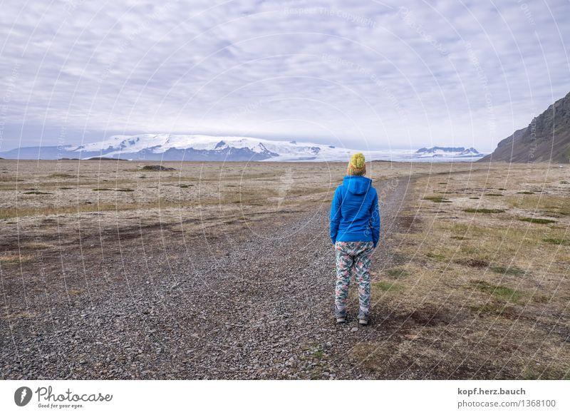 anonyme Weitblicke Ferien & Urlaub & Reisen Ferne Freiheit Berge u. Gebirge feminin Junge Frau Jugendliche Leben 1 Mensch Landschaft Schneebedeckte Gipfel