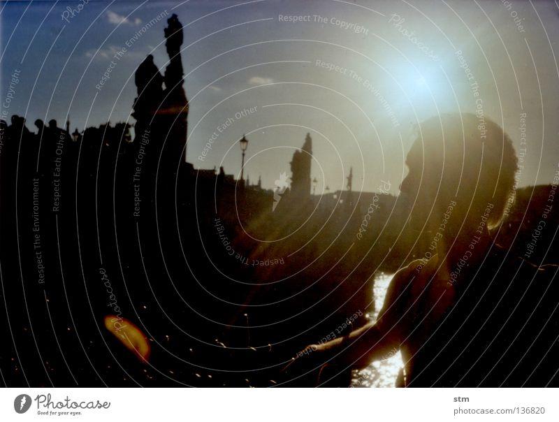 der sonne entgegen ! [2] Mensch Himmel Mann Wasser blau Stadt Sonne Ferien & Urlaub & Reisen Denken Ausflug Tourismus Brücke Baustelle Fluss Turm Dach