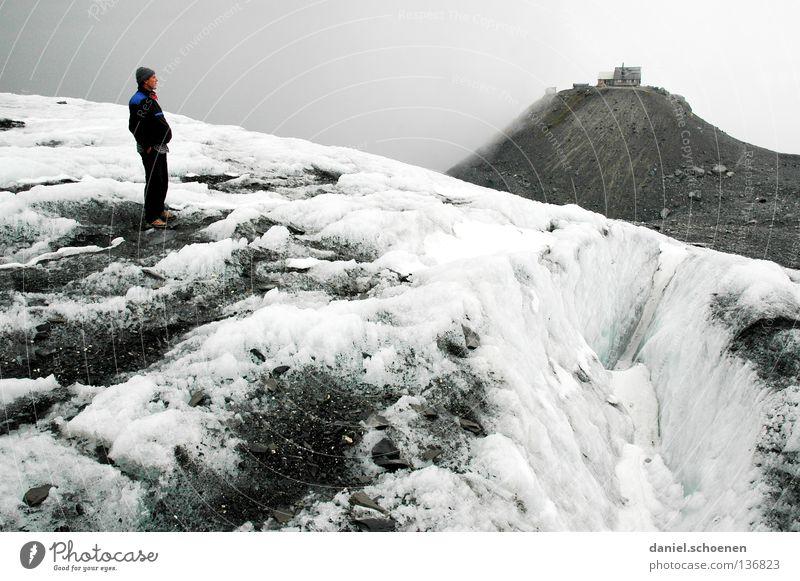 über`n Gletscher Mensch Himmel weiß Wolken schwarz Schnee Berge u. Gebirge grau Stein Wetter Eis Freizeit & Hobby wandern gefährlich bedrohlich Ziel