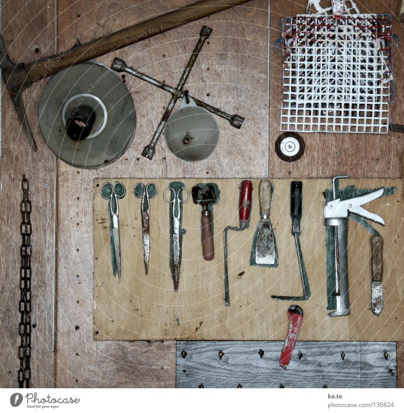 ordentlich Wand Holz grau Metall Deutschland braun Arbeit & Erwerbstätigkeit Freizeit & Hobby Ordnung Rost Handwerk Werkstatt hängen Werkzeug Kette silber