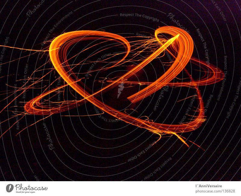 Im Zick & Zack durch die Zeit Leuchtspur Langzeitbelichtung Nacht Außenaufnahme Brand hell Energiewirtschaft Elektrizität